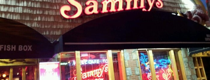 Sammy's Fish Box Restaurant is one of Lugares favoritos de Clyde Kelly.