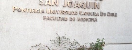 Centro Médico San Joaquín UC is one of Orte, die Sebastián gefallen.