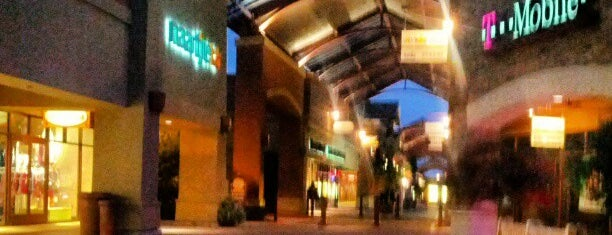 Woodburn Premium Outlets is one of Tempat yang Disukai Rosana.