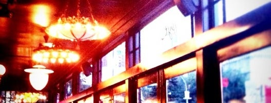 P.J. Clarke's is one of NYC_Foodie-Restos-Wine-Beer.