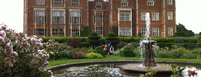 Hatfield House is one of Lugares favoritos de Carl.