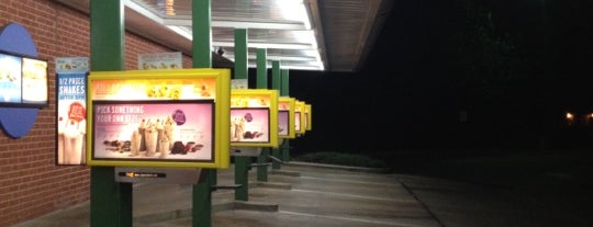 SONIC Drive In is one of Julie : понравившиеся места.