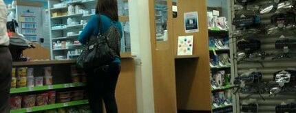CVS pharmacy is one of Orte, die Karina gefallen.