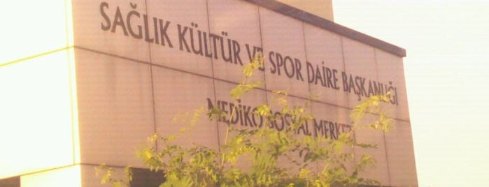 Kocaeli Üniversitesi Mediko Sosyal Merkezi is one of Kocaeli Üniversitesi KOÜ Mekanları.