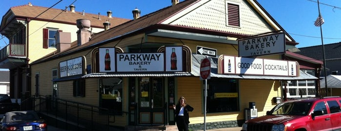 Parkway Bakery & Tavern is one of Locais salvos de Allison.