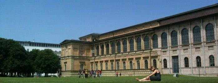 Technische Universität München (TUM) is one of Posti che sono piaciuti a Mario.