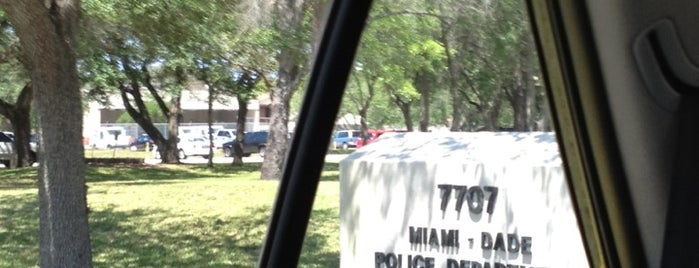 Miami-Dade Police Dept. Kendall Station is one of Posti che sono piaciuti a Fernando.