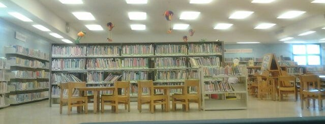 McCully-Mōʻiliʻili Public Library is one of sights to check out with Kathy.