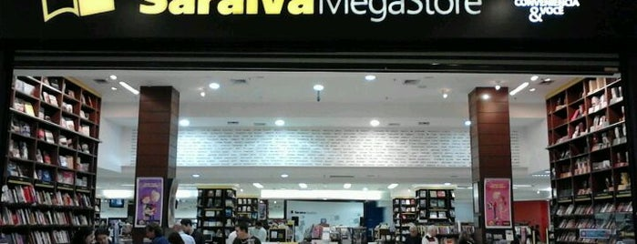 Saraiva Megastore is one of Lugares favoritos de Marcelo.