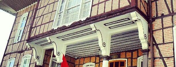 Bursa Büyükşehir Belediyesi Tarihi Binası is one of Lieux qui ont plu à Korhan.