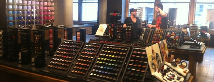 MAC Cosmetics is one of Lieux qui ont plu à @d_d_dunn.