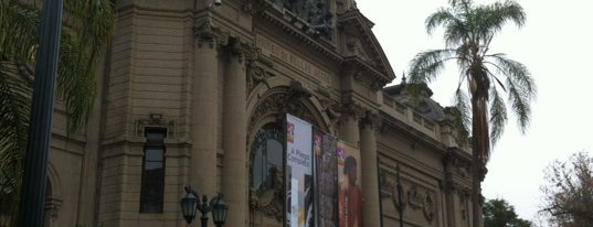 Museo Nacional de Bellas Artes is one of Santiago no es Gris!.