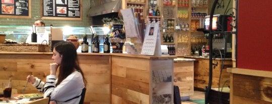 Joe's Restaurant & Pizzeria is one of Tempat yang Disukai Craig.