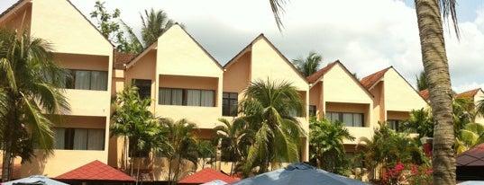 Holiday Villa Beach Resort & Spa Cherating is one of Gespeicherte Orte von Wong.
