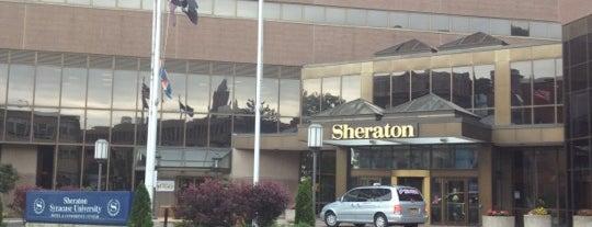 Sheraton Syracuse University Hotel & Conference Center is one of Allie'nin Kaydettiği Mekanlar.