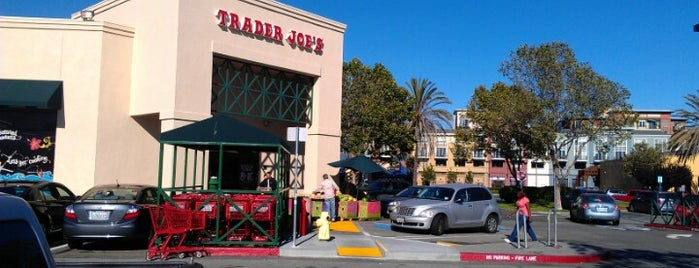 Trader Joe's is one of Tempat yang Disukai David.