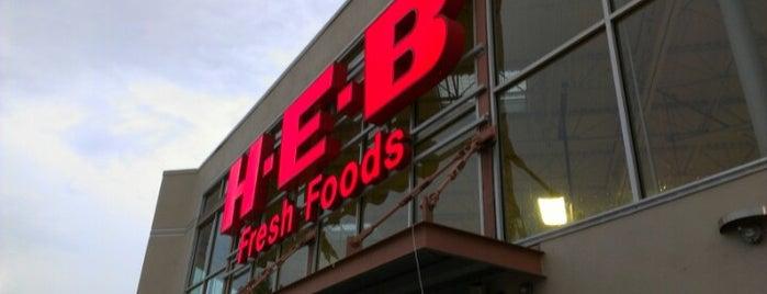 H-E-B is one of Lugares favoritos de Demetria.