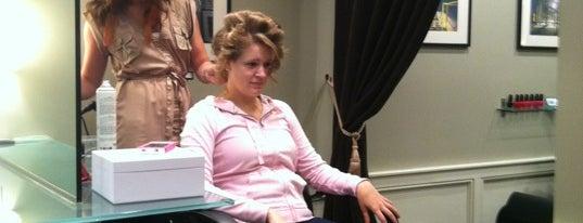 Level Salon is one of Locais curtidos por Fiona.