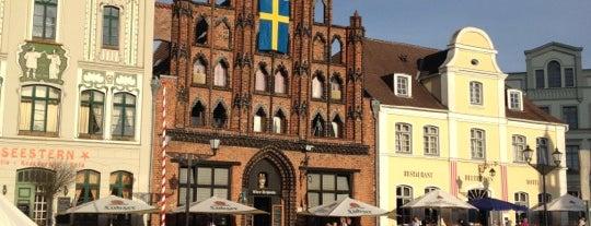 Marktplatz Wismar is one of Nelsonさんのお気に入りスポット.