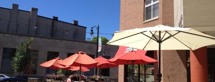 Cafe Desales is one of สถานที่ที่ Evan ถูกใจ.