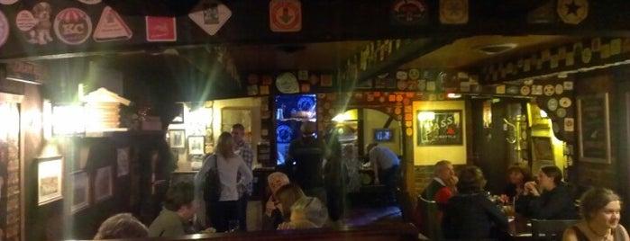 Crow and Gate Pub is one of Orte, die Nikki gefallen.