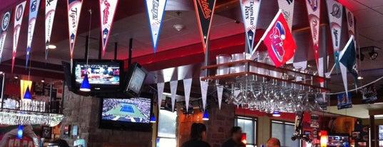 Applebee's Grill + Bar is one of สถานที่ที่ Chris ถูกใจ.