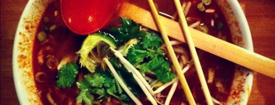 Pho is one of Locais curtidos por Emilie.