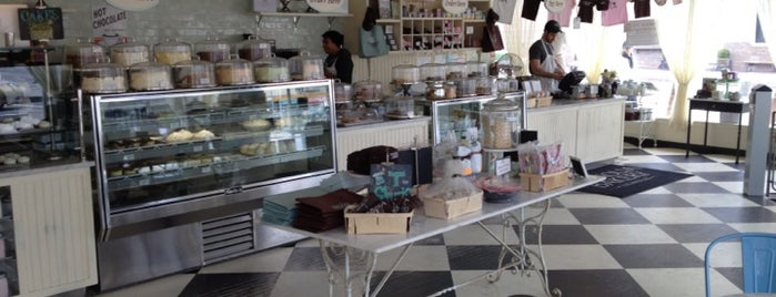 Magnolia Bakery is one of Los Angeles.