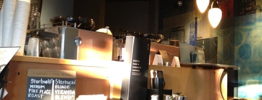 Starbucks is one of Lugares favoritos de Jen.