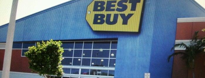 Best Buy is one of Tempat yang Disukai Fábio.