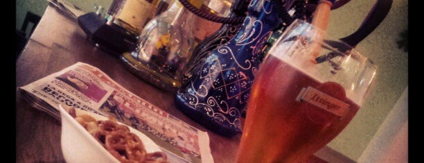 Pin-Up Bar is one of Tempat yang Disukai Alfons G..