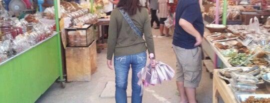 Wat San Chao Market is one of Lieux qui ont plu à Nate.