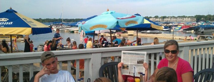 Lindy's Landing is one of Food!.