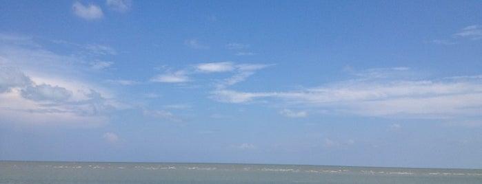 Sam Phraya Beach is one of Hua hin.
