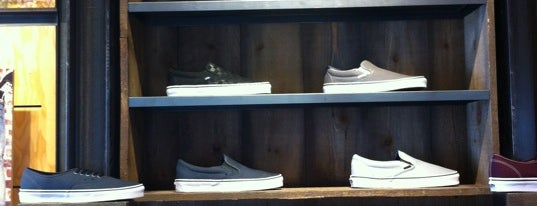 Vans is one of Łukaszさんのお気に入りスポット.