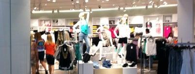 H&M is one of Lugares favoritos de Juan.