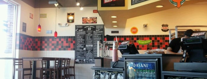 Jimmy John's is one of Lugares favoritos de David.