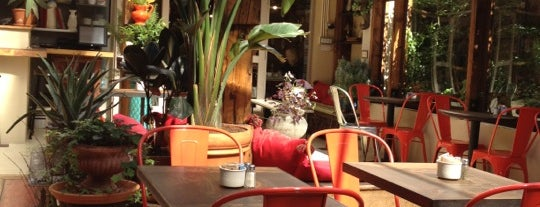 Cafe Mogador is one of Lugares favoritos de Nick.
