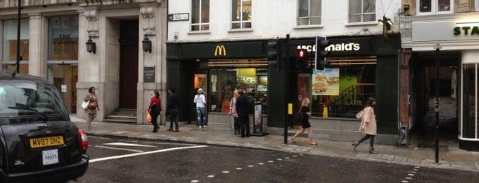 McDonald's is one of Tempat yang Disukai Henry.