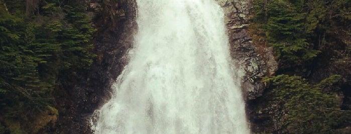 Kitamat Falls is one of Tempat yang Disukai Buck.