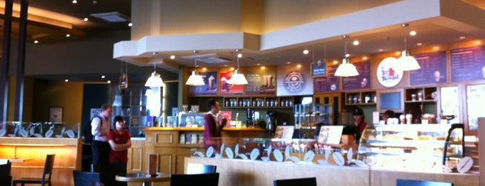 The Coffee Bean & Tea Leaf is one of Lieux qui ont plu à Anton.