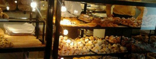 Antico Forno ai Serpenti is one of Roma a colazione.