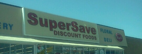 SuperSave Discount Foods is one of Posti che sono piaciuti a Wade.