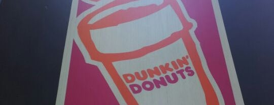 Dunkin' is one of Locais curtidos por Jason.