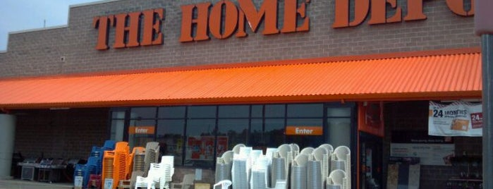 The Home Depot is one of Tempat yang Disukai Michael.