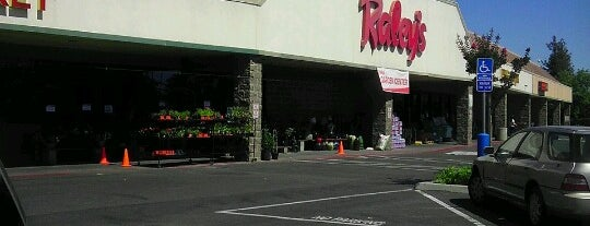Raley's is one of Betoさんの保存済みスポット.