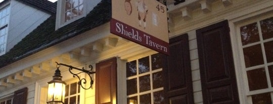 Shield's Tavern is one of Orte, die Angie gefallen.