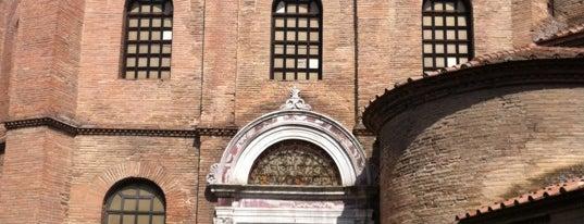Basilica di San Vitale is one of Tempat yang Disimpan Carolina.