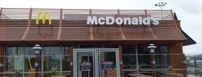 McDonald's is one of Locais curtidos por Zineb.