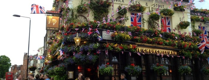 The Churchill Arms is one of Lugares favoritos de Carl.